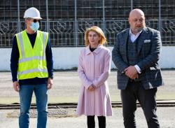 Министър Кралев и Таня Христова направиха копка по ремонта на стадион