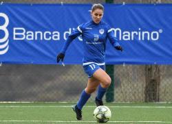 """Симона Петкова отправи футболно предизвикателство към състезателите на """"Янтра"""" във Фейсбук"""